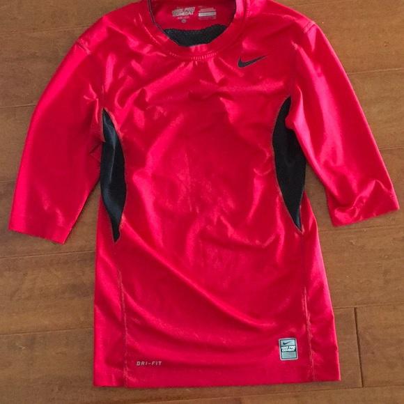 etsiä uusi tuote Sells Nike Pro Combat Dri-fit compression shirt